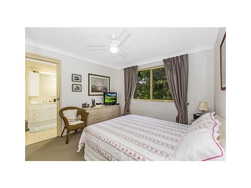4 / 72 Stapylton Street, Coolangatta QLD 4225
