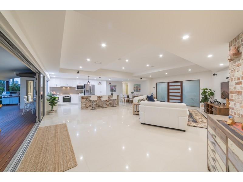 27 Bombala Street, Broadbeach Waters QLD 4218