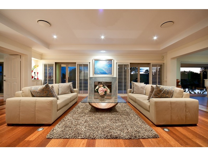 74-76 The Promenade, Isle Of Capri QLD 4217