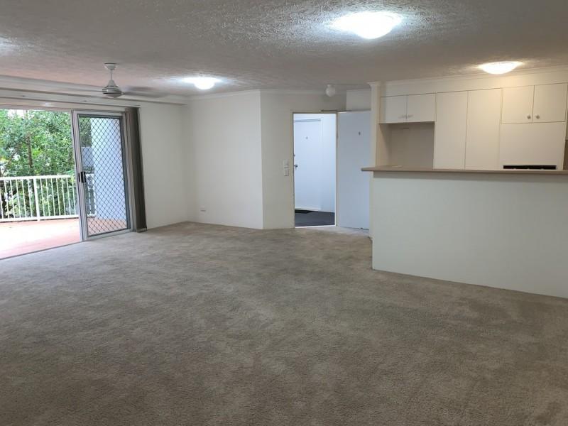 4/32 Second Avenue, Broadbeach QLD 4218