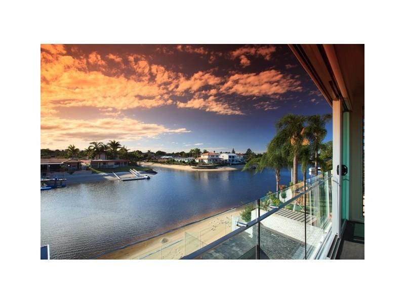 17 Mexicali Court, Broadbeach Waters QLD 4218