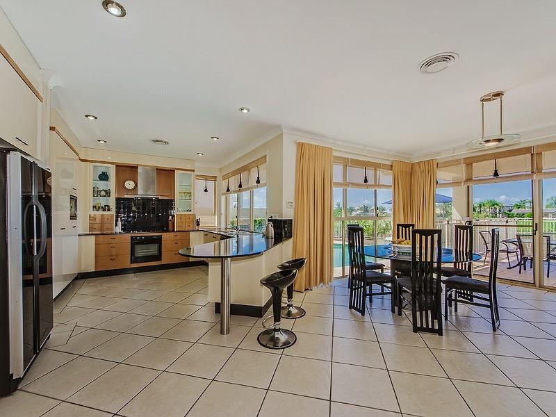 12 Ipsley Drive, Broadbeach Waters QLD 4218