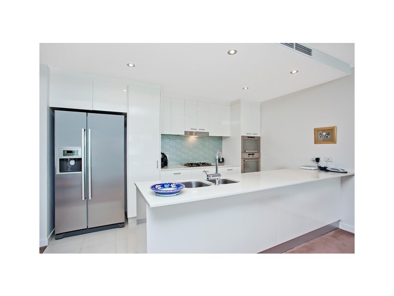 Villa 2 'Freshwater Point' 33 T E Peters Drive, Broadbeach Waters QLD 4218