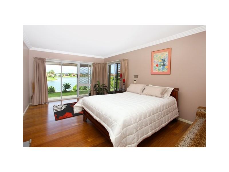 20 Darnay Road, Broadbeach Waters QLD 4218