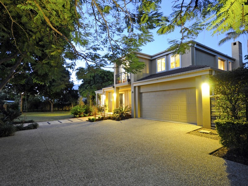28 Savoy Drive, Broadbeach Waters QLD 4218
