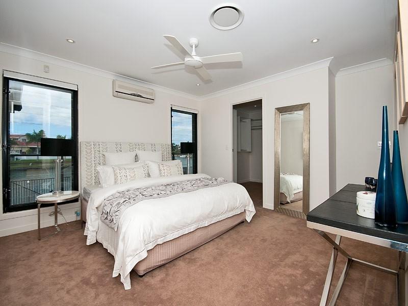 10 Wyuna Street, Broadbeach Waters QLD 4218