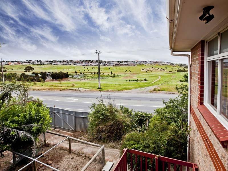 1 Lennard Drive, Moana SA 5169
