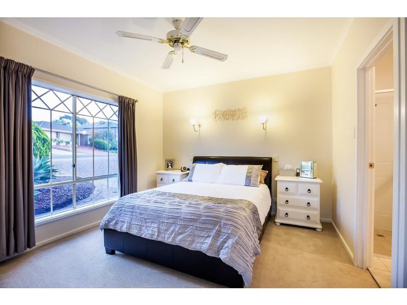8 Gleneagles Road, Aberfoyle Park SA 5159