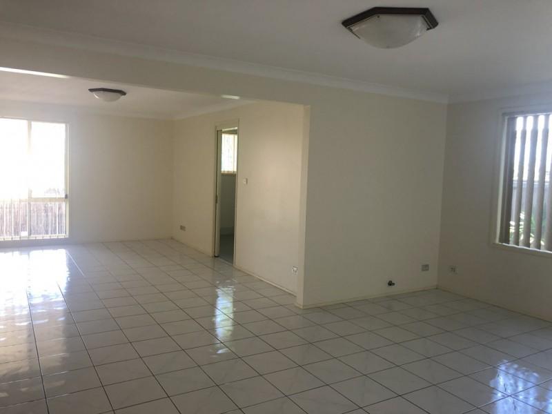 156 CARMICHAEL DRIVE, West Hoxton NSW 2171