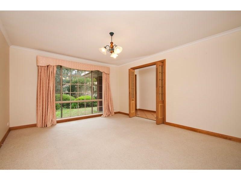 10 Woodland Grove, Aberfoyle Park SA 5159
