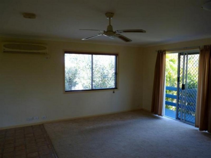 10 Beacon St, Booral QLD 4655