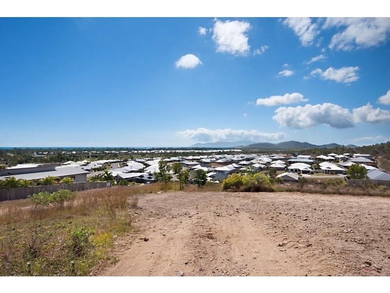 7 Harrier Court, Bushland Beach QLD 4818