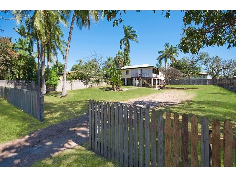 11 Windsor Street, Hermit Park QLD 4812