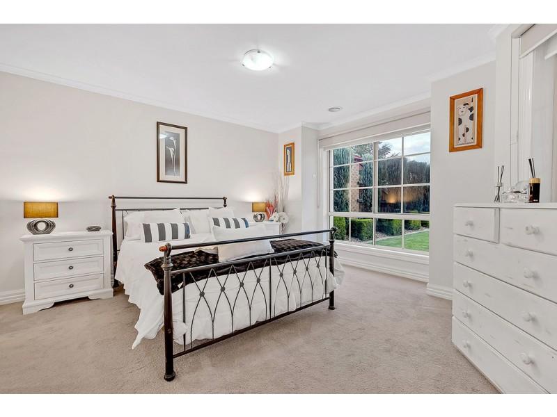 2 Bingin Place, Craigieburn VIC 3064