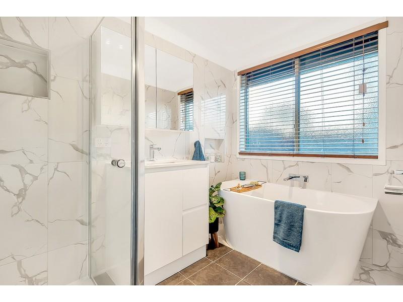 8 Crossdale Green, Craigieburn VIC 3064