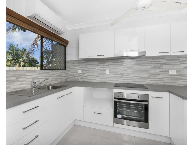 2/11-13 Hughes Street, Hermit Park QLD 4812