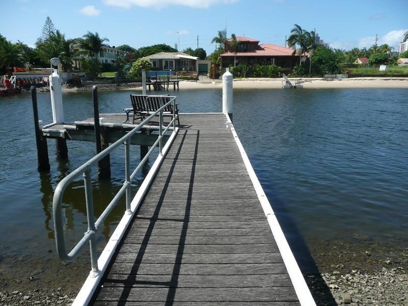 Unit @ 11 Eady Avenue, Broadbeach Waters QLD 4218