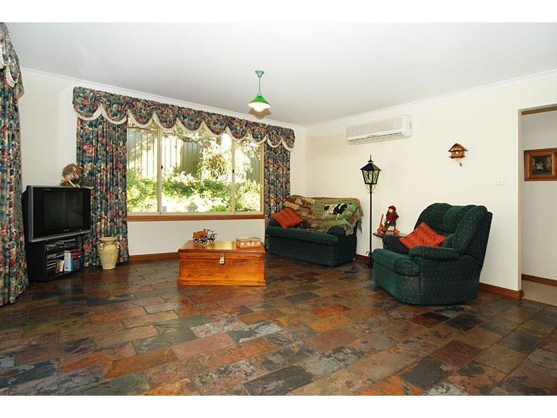 6 Dunalbyn Drive, Aberfoyle Park SA 5159