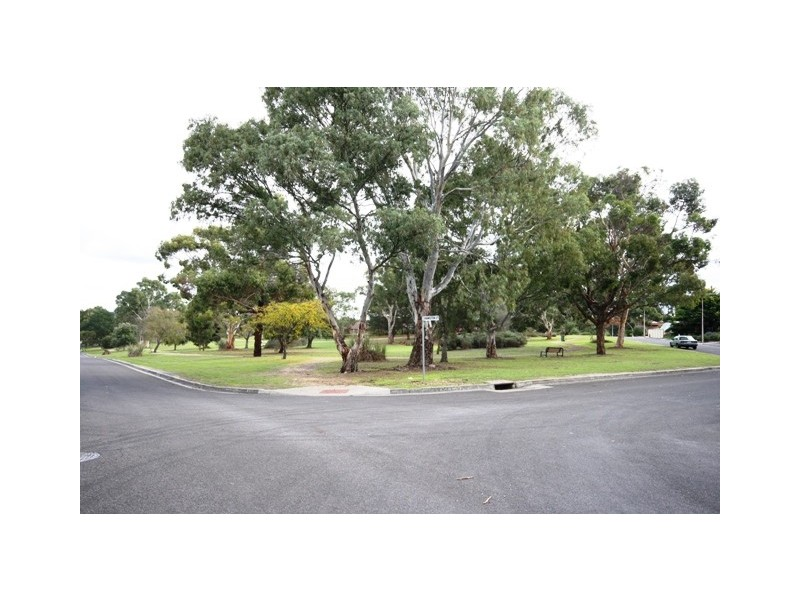 32 Roxanne Avenue, Aberfoyle Park SA 5159