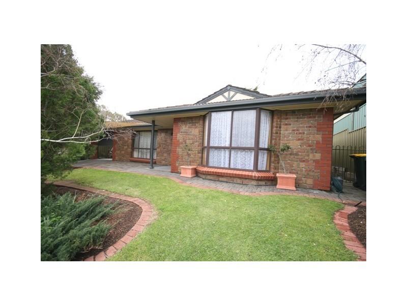 50 Dunalbyn Drive, Aberfoyle Park SA 5159