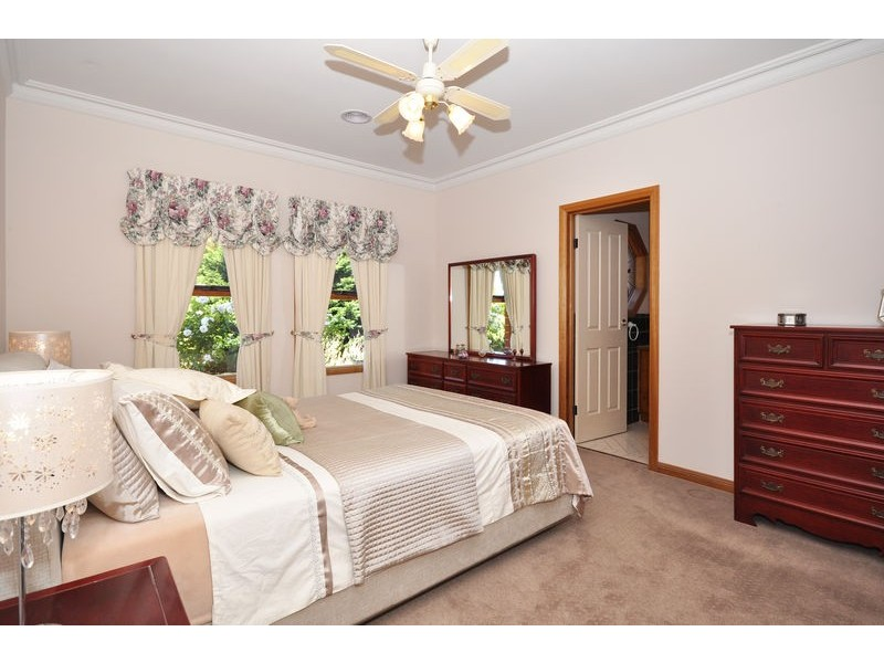 5 Brookside Walk, Aberfoyle Park SA 5159