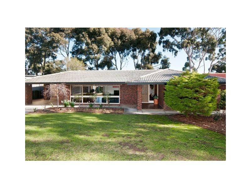 32 Oakridge Road, Aberfoyle Park SA 5159