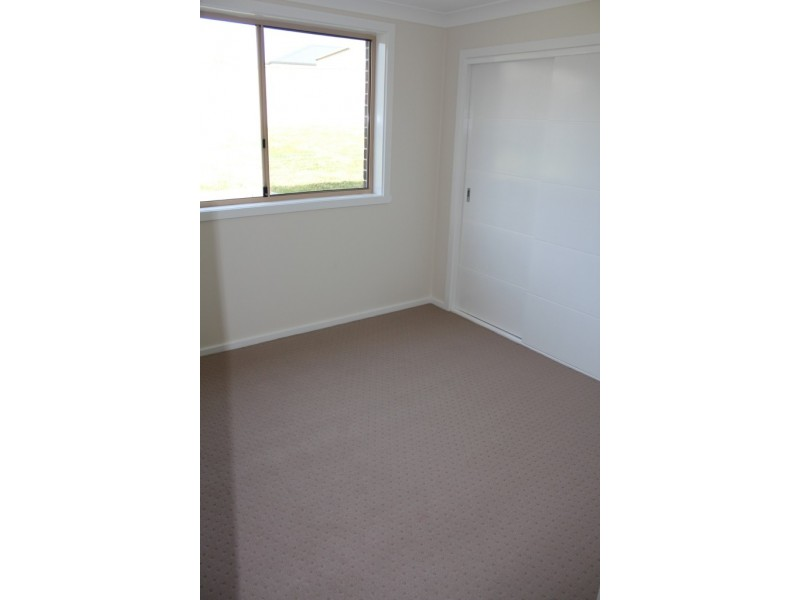4 Mendel Drive, Kelso NSW 2795