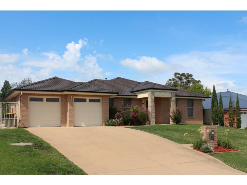 11 Walpole Close, Kelso NSW 2795