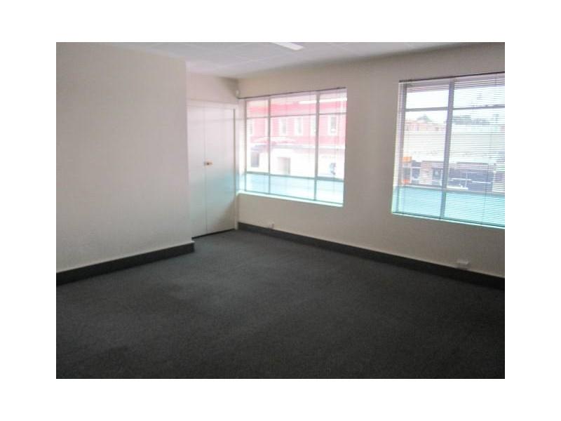 211 upstairs Howick Street, Bathurst NSW 2795