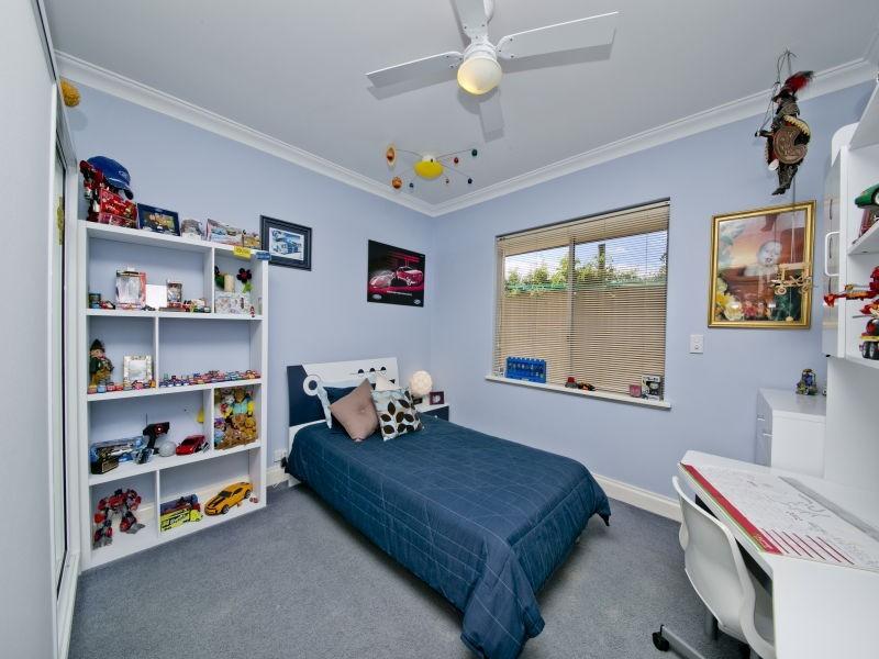 8 Cradle Close, Alexander Heights WA 6064