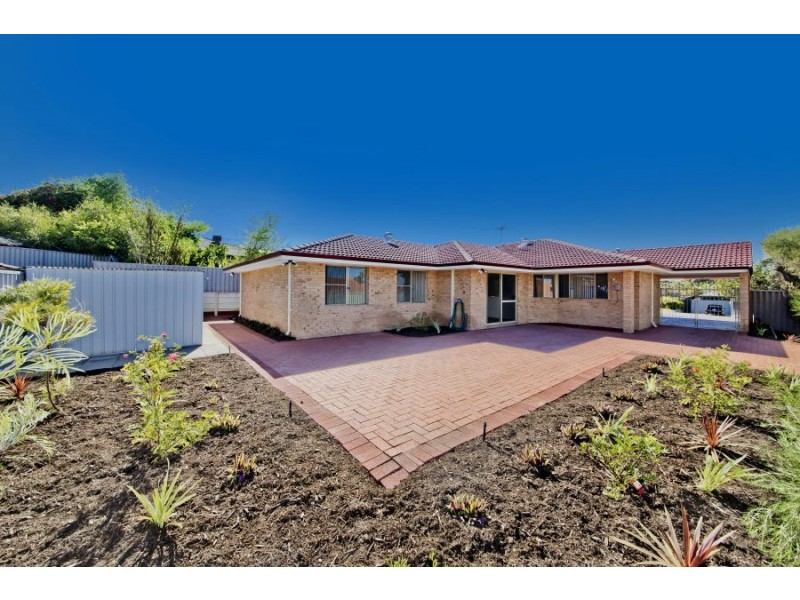 33 Whitcombe Way, Alexander Heights WA 6064