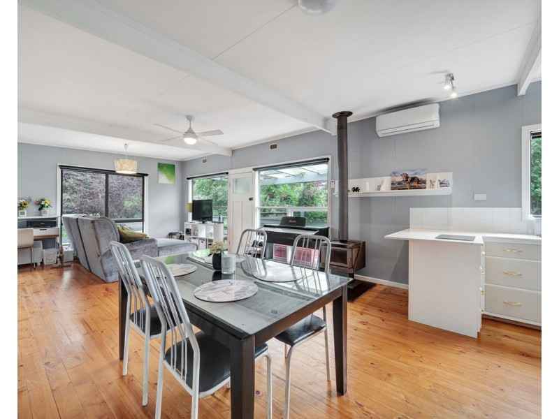 111 Red Rocks Road, Cowes VIC 3922