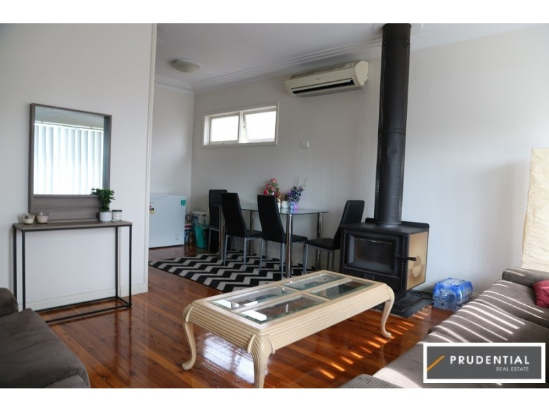 4 Sheather Place, Campbelltown NSW 2560
