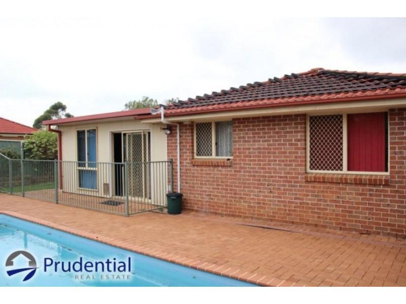 10 Quinion Place, Ambarvale NSW 2560