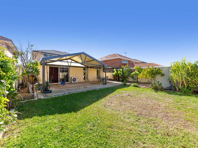 21 Sheringham Bend, Success WA 6164