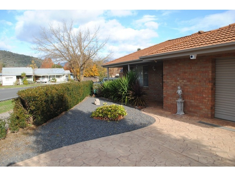 7 O'Donnell Ave, Myrtleford VIC 3737