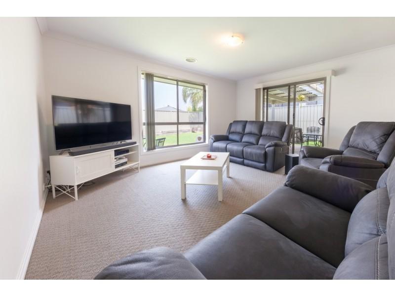 1 Owl Court, Thurgoona NSW 2640