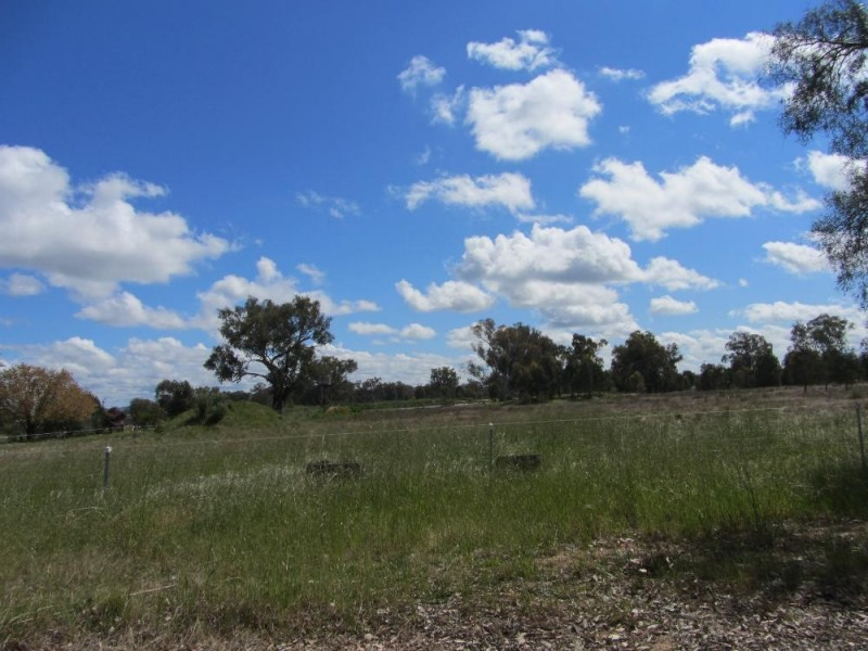 11 Range View Drive (Off Hawthorn Road), Jindera NSW 2642