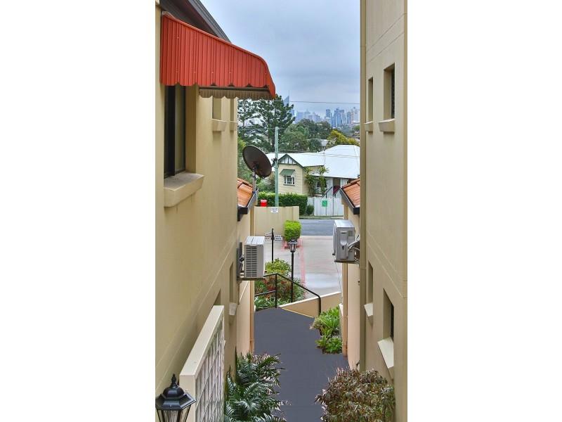 15 Dansie Street, Greenslopes QLD 4120