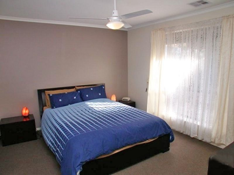 2A Redcraze Street, Aberfoyle Park SA 5159
