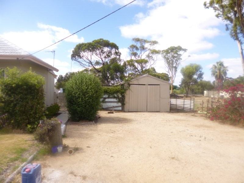 5 Berkshire Valley Road, Moora WA 6510