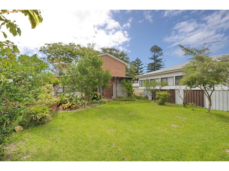 16 Avenue Of The Allies, Tanilba Bay NSW 2319