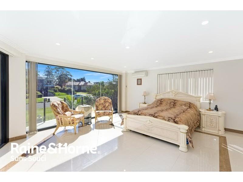 30 Old Taren Point Road, Taren Point NSW 2229