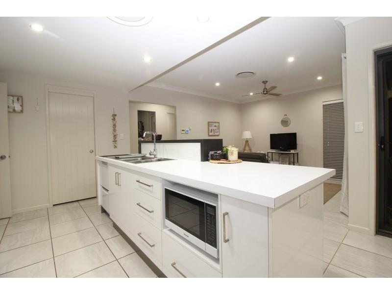 27 Canterbury Road, Emerald QLD 4720
