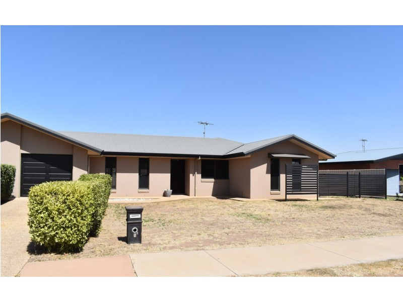 2/5 Brokenwood  Street, Emerald QLD 4720