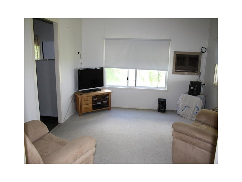 13 WOODBINE STREET, Blackall QLD 4472