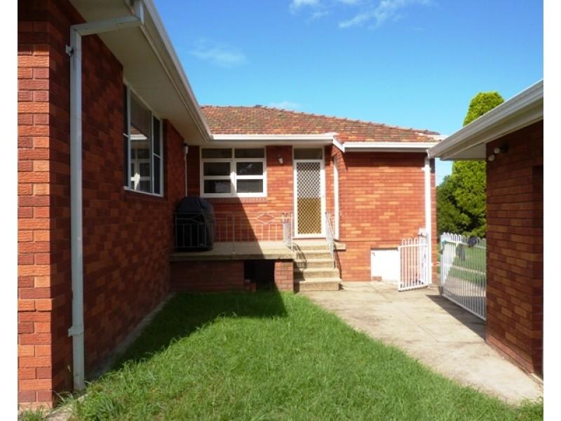 3 Flat Balgang Avenue, Kirrawee NSW 2232