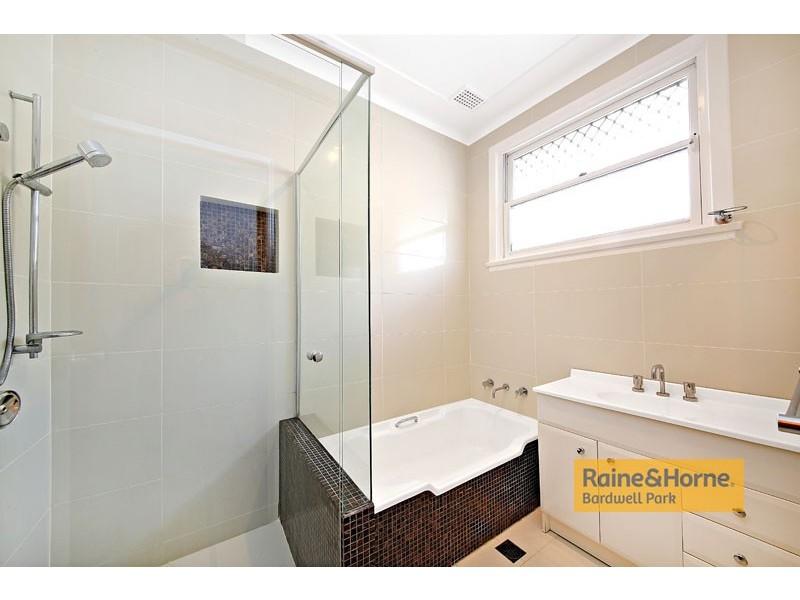 2/145 Queen Victoria Street, Bexley NSW 2207