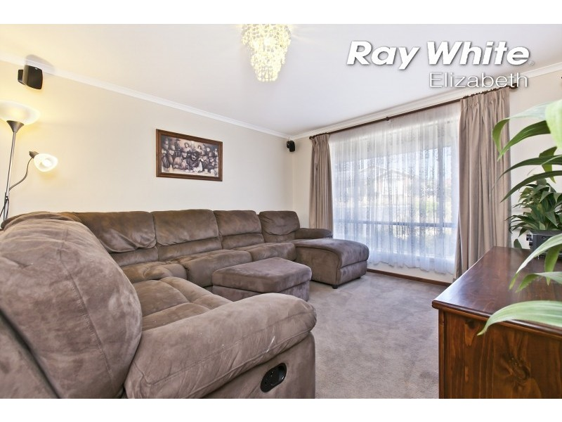 17 Sussex Court, Craigmore SA 5114