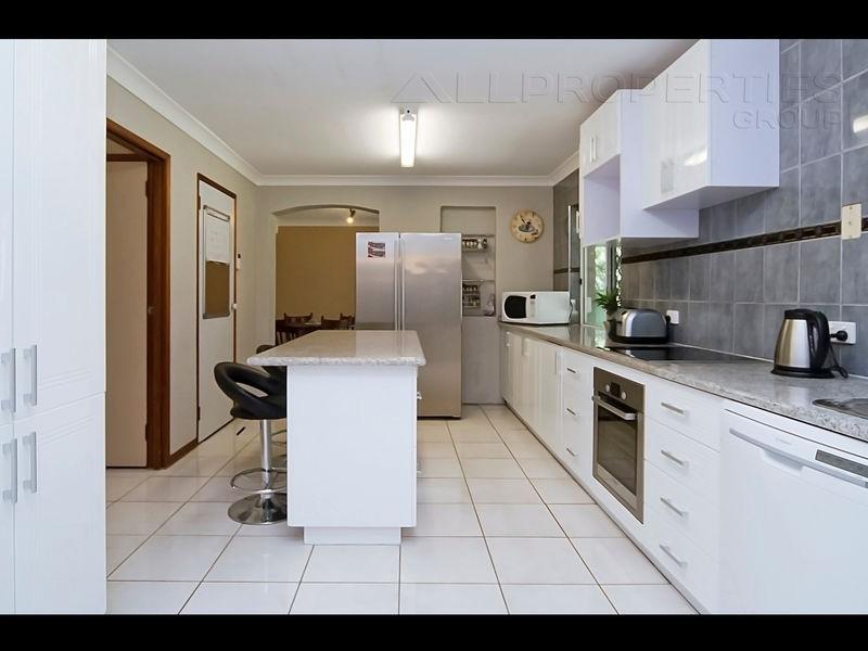 64 Scribner Av, Forestdale QLD 4118